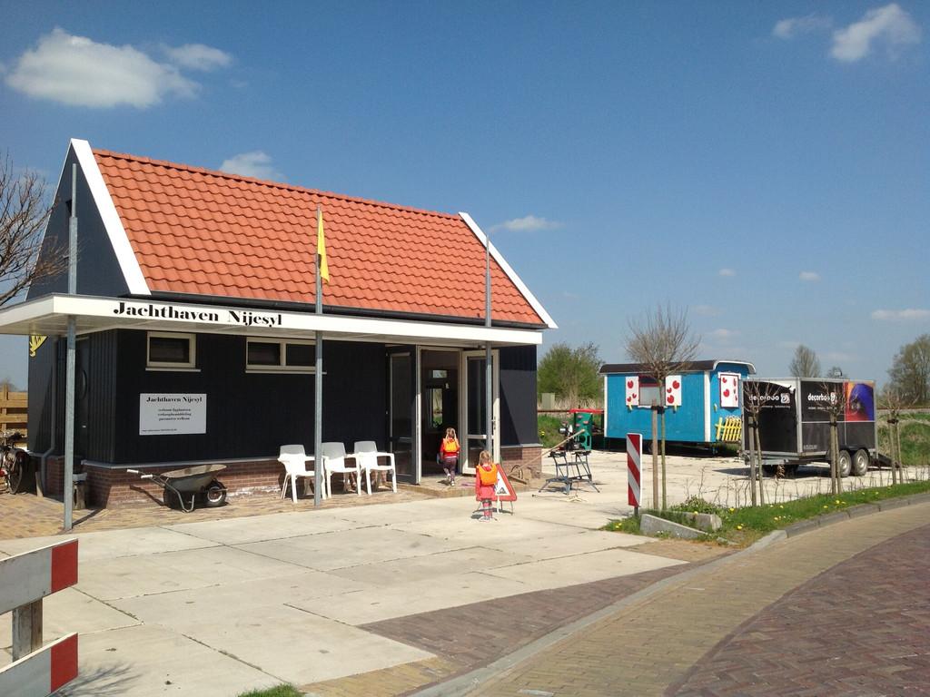 Nijesyl 29, Oosthem