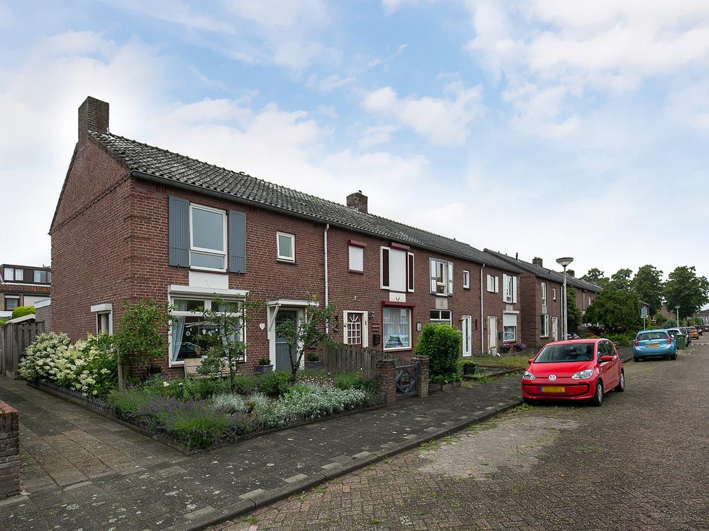 Wethouder Jonkersstraat 1, HALSTEREN