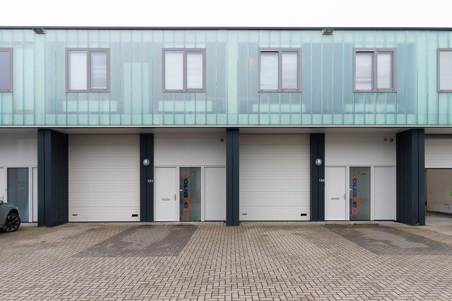 Pesetaweg 121-123, Nieuw-Vennep