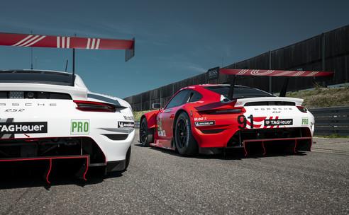 Porsche in historisch design naar Le Mans, drie Nederlanders met 911 RSR.