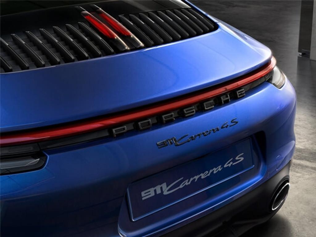 Porsche 911 - modelaanduiding gespoten