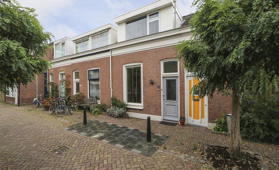 Adriaan van Altenastraat 8